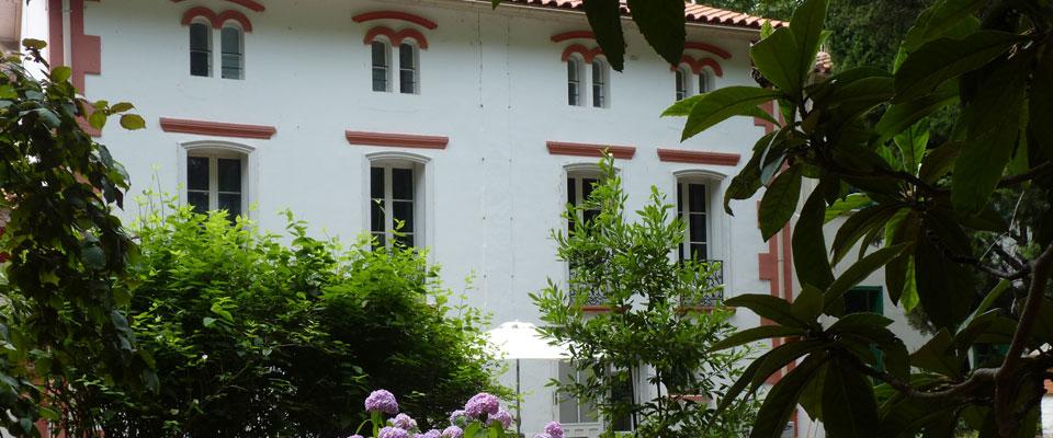 http://www.castelldebles.es/wp-content/themes/Paradise/timthumb.php?src=http://www.castelldebles.es/wp-content/uploads/2012/06/chambre-hotes-1.jpg&w=80&h=50&zc=1