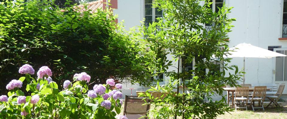 http://www.castelldebles.es/wp-content/themes/Paradise/timthumb.php?src=http://www.castelldebles.es/wp-content/uploads/2012/06/chambre-hotes-3.jpg&w=80&h=50&zc=1